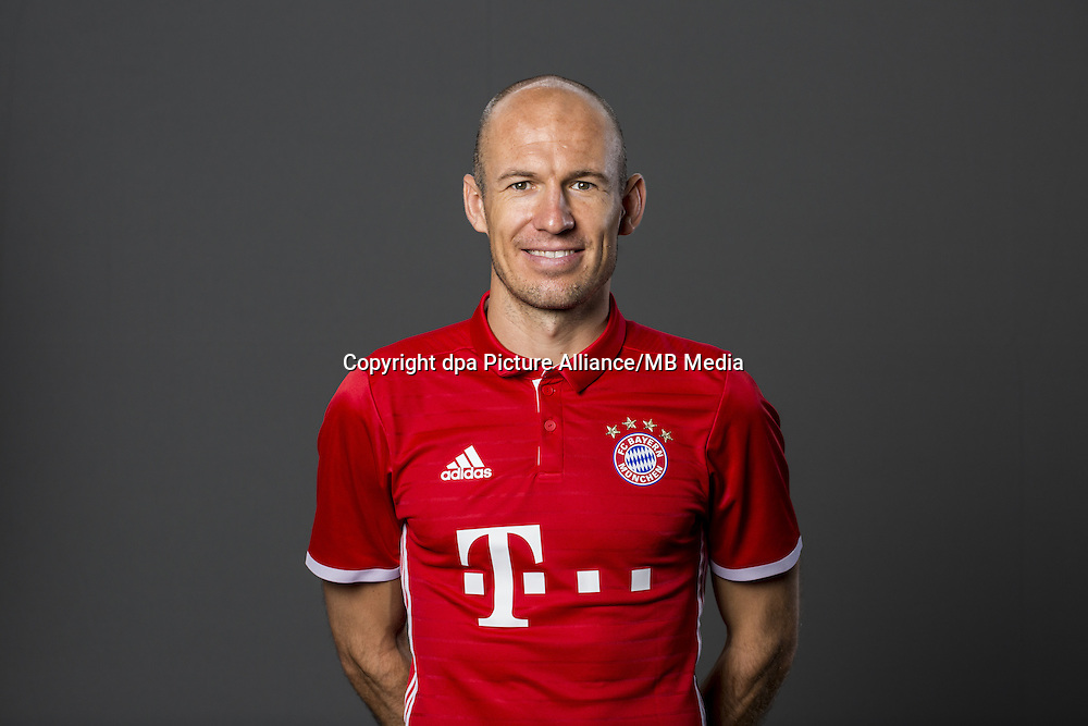 HANDOUT - MUNICH, GERMANY - AUGUST 10: Arjen Robben of FC Bayern Munich pose during the team presentation on August 10, 2016 in Munich, Germany. Photo: Marc Mueller/Bongarts/Getty Images/dpa (Note: Editorial use only - Photo credit should read: Marc Mueller/Bongarts/Getty Images/dpa)   usage worldwide