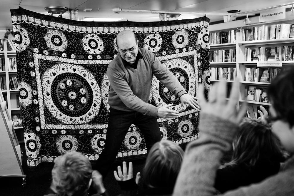 Storyteller Amir Mirzai ..Photo by Knut Egil Wang /MOMENT