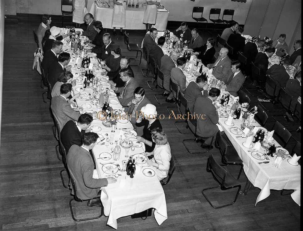 01/05/1958<br /> 05/01/1958<br /> 01 May 1958 <br /> Party of 30 U.S. journalists visit the Guinness Brewery, St. James's Gate, Dublin. The journalists enjoy lunch at the brewery.