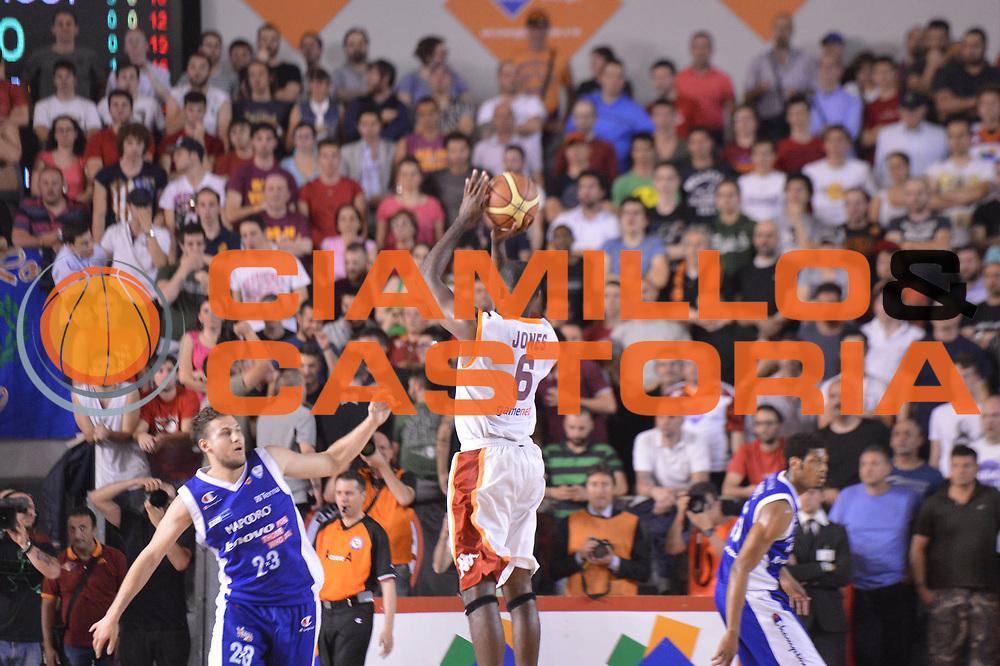 DESCRIZIONE : Roma Lega A 2012-2013 Acea Roma Lenovo Cantu playoff semifinale gara 7<br /> GIOCATORE : Bobby Jones<br /> CATEGORIA :Tiro Controcampo<br /> SQUADRA : Acea Roma<br /> EVENTO : Campionato Lega A 2012-2013 playoff semifinale gara 7<br /> GARA : Acea Roma Lenovo Cantu<br /> DATA : 06/06/2013<br /> SPORT : Pallacanestro <br /> AUTORE : Agenzia Ciamillo-Castoria/GiulioCiamillo<br /> Galleria : Lega Basket A 2012-2013  <br /> Fotonotizia : Roma Lega A 2012-2013 Acea Roma Lenovo Cantu playoff semifinale gara 7<br /> Predefinita :