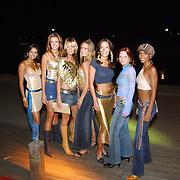 Premiere Goldmember Amsterdam, V8 models, vlnr. Reshma Roopram, Corine Haacke, Sylvia Schrama, Leoni Rozenga, Tessa Brix, Sijtje Terpstra, Maaike Harper