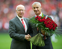 23.09.2012, Anfield, Liverpool, ENG, Premier League, FC Liverpool vs Manchester United, 5. Runde, im Bild Liverpool's Ian Rush receives flowers from Manchester United Bobby Charlton in tribute to the 96 victims of the Hillsborough Stadium Disaster before the English Premier League 5th round match between Liverpool FC and Manchester United at Anfield, Liverpool, Great Britain on 2012/09/23. EXPA Pictures © 2012, PhotoCredit: EXPA/ Propagandaphoto/ David Rawcliff..***** ATTENTION - OUT OF ENG, GBR, UK *****