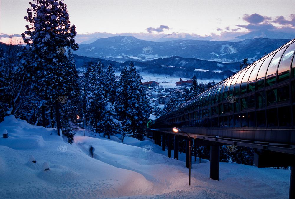 ©Tom Wagner 2004<br /> Prefecture Ski resort ski lift to slopes<br /> Japan sports