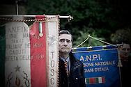 ROMA. UN RAPPRESENTANTE DELL'ASSOCIAZIONE NAZIONALE FAMIGLIE ITALIANE MARTIRI VICINO ALLO STENDARDO DELL'ASSOCIAZIONE