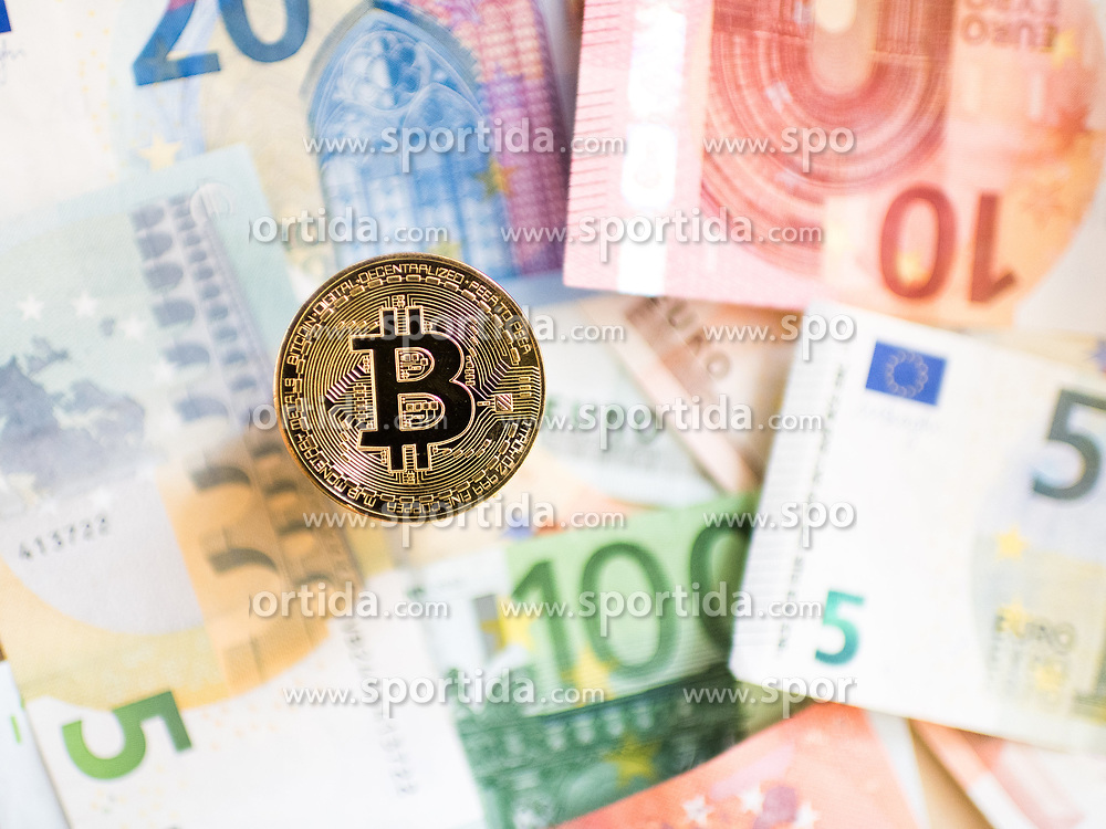 THEMENBILD - Kryptowährung Bitcoin ist ein dezentrales Zahlungsmittel auf Blockchain Basis, das es seit 2008 gibt. Aufgenommen am 02. September 2017 in Wien, Österreich // Bitcoin is a decantralized worldwide cryptocurrency and digital payment system. Vienna, Austria on 2017/09/02. EXPA Pictures © 2017, PhotoCredit: EXPA/ Michael Gruber