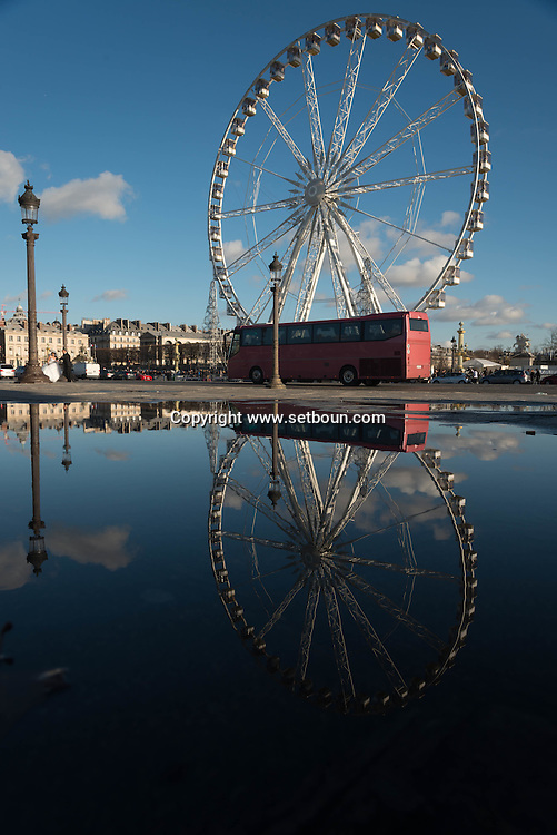 France. Paris. 8th district . place de la concorde. Concord square, obelisk and ferris wheel / paris place de la Concorde,