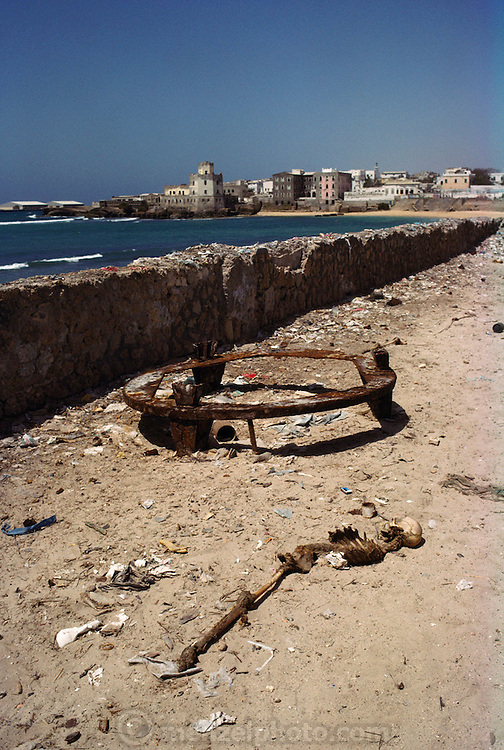 A one-legged human skeleton left behind in Mogadishu, the war-torn capital of Somalia where 30,000 people were killed between November 1991 and March 1992. March 1992.
