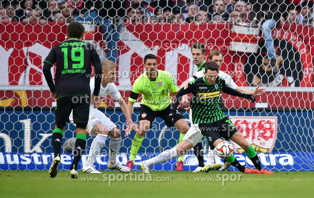 31.01.2015, Mercedes Benz Arena, Stuttgart, GER, 1. FBL, VfB Stuttgart vs Borussia Moenchengladbach, 18. Runde, im Bild Branimir Hrgota Borussia Moenchengladbach am Ball scheitert an Torwart Sven Ulreich VfB Stuttgart und Georg Niedermeier VfB Stuttgart // during the German Bundesliga 18th round match between VfB Stuttgart and Borussia Moenchengladbach at the Mercedes Benz Arena in Stuttgart, Germany on 2015/01/31. EXPA Pictures &copy; 2015, PhotoCredit: EXPA/ Eibner-Pressefoto/ Weber<br /> <br /> *****ATTENTION - OUT of GER*****