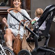 NLD/Amsterdam/20150821 - Fotomodel Marvy Rieder en zoontje Philou