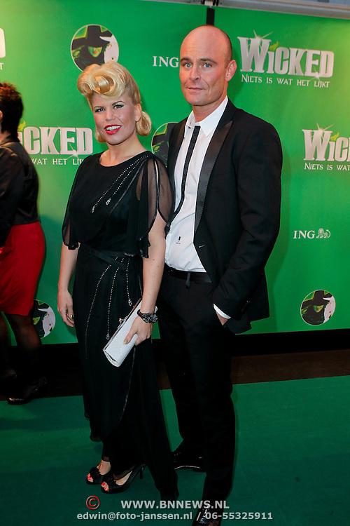 NLD/Scheveningen/20111106 - Premiere musical Wicked, Annemarie Jung en partner Burt Rutteman