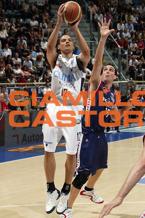 DESCRIZIONE : Bologna Lega A1 2005-06 Play Off Quarti Finale Gara 1 Climamio Fortitudo Bologna Angelico Biella <br /> GIOCATORE : Green <br /> SQUADRA : Climamio Fortitudo Bologna Angelico Biella <br /> EVENTO : Campionato Lega A1 2005-2006 Play Off Quarti Finale Gara 1 <br /> GARA : Climamio Fortitudo Bologna Angelico Biella <br /> DATA : 18/05/2006 <br /> CATEGORIA : Tiro <br /> SPORT : Pallacanestro <br /> AUTORE : Agenzia Ciamillo-Castoria/E.Pozzo <br /> Galleria : Lega Basket A1 2005-2006 <br /> Fotonotizia : Bologna Campionato Italiano Lega A1 2005-2006 Play Off Quarti Finale Gara 1 Climamio Fortitudo Bologna Angelico Biella <br /> Predefinita :