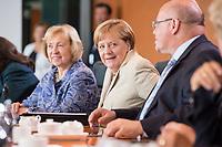 30 AUG 2017, BERLIN/GERMANY:<br /> Maria Boehmer (L), CDU, Staatsministerin im Auswaertigen Amt und f&uuml;r Auswaertige Kultur- und Bildungspolitik, Angela Merkel (M), CDU, Bundeskanzlerin, und Peter Altmeier (R), CDU, Kanzleramtsminister, vor Beginn der Kabinettsitzung, Bundeskanzleramt<br /> IMAGE: 20170830-01-008<br /> KEYWORDS: Kabinett, Sitzung