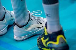 18-08-2017 NED: Oefeninterland Nederland - Italië, Doetinchem<br /> De Nederlandse volleybal mannen spelen hun eerste oefeninterland van twee in SaZa topsporthal tegen Italie als laatste voorbereiding op het EK in Polen. Nederland verliest met 3-0 / Nimir Abdelaziz #14, schoenen nike, afgeplakt, item