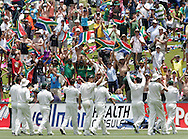 The Proteas salute the crowd during day 4 of the 4th Castle Test between South Africa and England held at The Bidvest Wanderers Stadium in Johannesburg, South Africa on the 17 January 2010.Photo by:  Ron Gaunt/SPORTZPICS