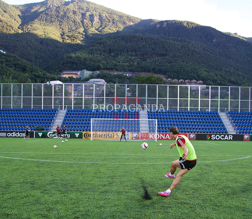 ANDORRA LA VELLA, ANDORRA - Monday, September 8, 2014: Wales Gareth Bale practices a free-kick during training on a 3G artificial pitch at the Camo d'Esports del M.I. Consell General ahead of the opening UEFA Euro 2016 qualifying match against Andorra. (Pic by David Rawcliffe/Propaganda)