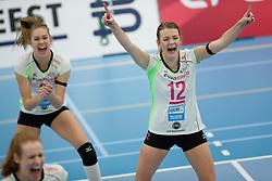 20190131 NED: Semi Final Cup Sliedrecht Sport - Eurosped, Sliedrecht <br />Vera Mulder (8) of Team Eurosped Twente, Rochelle Wopereis (12) of Team Eurosped Twente<br />©2019-FotoHoogendoorn.nl / Pim Waslander