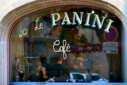 FRANCE PROVENCE AIX EN PROVENCE 3OCT06 - A woman gazes out of a cafe window in the centre of Aix en Provence, southern France. ..jre/Photo by Jiri Rezac..© Jiri Rezac 2006..Contact: +44 (0) 7050 110 417.Mobile:  +44 (0) 7801 337 683.Office:  +44 (0) 20 8968 9635..Email:   jiri@jirirezac.com.Web:    www.jirirezac.com..© All images Jiri Rezac 2006 - All rights reserved.