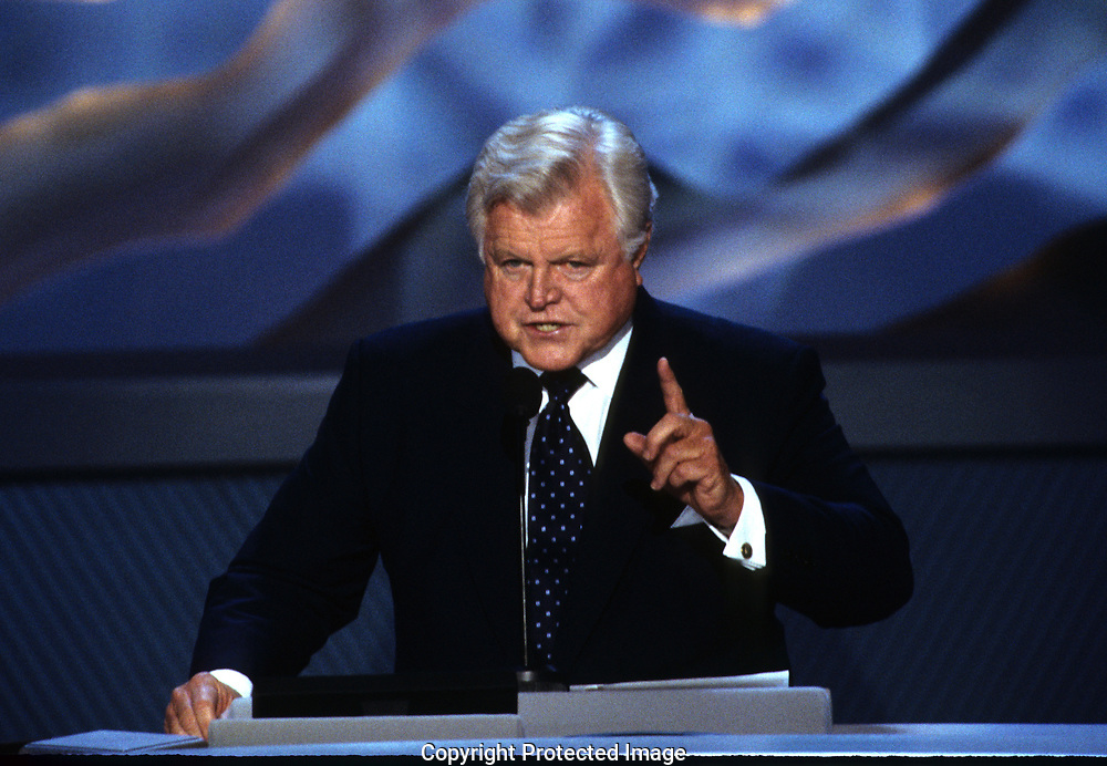 Los Agneles, CA  2000/08/16  Senator Ted Kennedy speaks at the Democratic Convention in Los Angeles in 2000. <br />