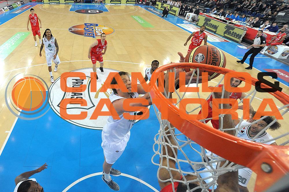 DESCRIZIONE : Torino Coppa Italia Final Eight 2012 Semifinale Montepaschi Siena EA7 Emporio Armani Milano<br /> GIOCATORE : David Andersen<br /> CATEGORIA : special rimbalzo<br /> SQUADRA : Montepaschi Siena<br /> EVENTO : Suisse Gas Basket Coppa Italia Final Eight 2012<br /> GARA : Montepaschi Siena EA7 Emporio Armani Milano<br /> DATA : 18/02/2012<br /> SPORT : Pallacanestro<br /> AUTORE : Agenzia Ciamillo-Castoria/GiulioCiamillo<br /> Galleria : Final Eight Coppa Italia 2012<br /> Fotonotizia : Torino Coppa Italia Final Eight 2012 Semifinale Montepaschi Siena EA7 Emporio Armani Milano<br /> Predefinita :