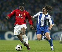 PORTO-25 FEVEREIRO:LOUIS LAURENT SAHA#9 e PEDRO MENDES#22 no jogo F.C. Porto vs Manchester United F.C. primeira mao dos oitavos de final da Liga dos campeoes realizado no estadio do Dragao 25/02/2004.<br />(PHOTO BY:GERARDO SANTOS/AFCD)