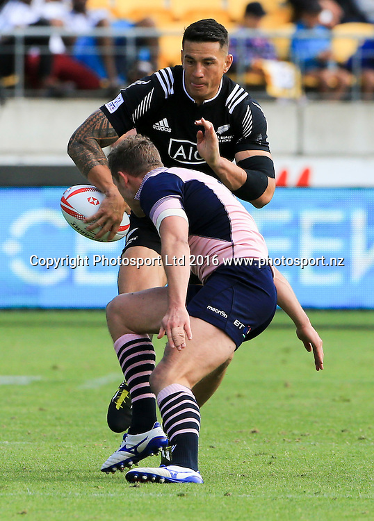 New Zealand's Sonny Bill Williams against Scotland, Day1, HSBC World Sevens Series, Westpac Stadium, Wellington, New Zealand. Saturday, 30 January, 2016. Copyright photo: John Cowpland / www.photosport.nz