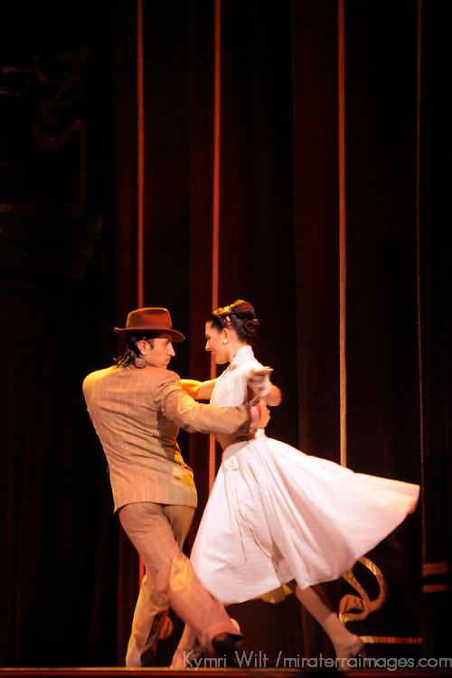 South America, Argentina, Buenos Aires. Argentine Tango dancers at Esquina Carlos Gardel.