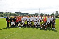 30.07.2010, Thermenstadion, Bad Waltersdorf, AUT, Trainingslager Werder Bremen 1. FBL 2010 - Day03 im grosser Tag fuer die Mannschaft des Favoritner Athleitkclub Wien ( 4. Oesterreischische Liga ) die z.Zt. in Pinkafeld  ihr Trainingslager ahalten, beuschten am vormittag die MANNSCHAFT  des SV Werder Bremen und liessen sich mit ihnen ablichten, hier die beiden Mannschaften     EXPA Pictures © 2010, PhotoCredit: EXPA/ nph/  Kokenge+++++ ATTENTION - OUT OF GER +++++ / SPORTIDA PHOTO AGENCY