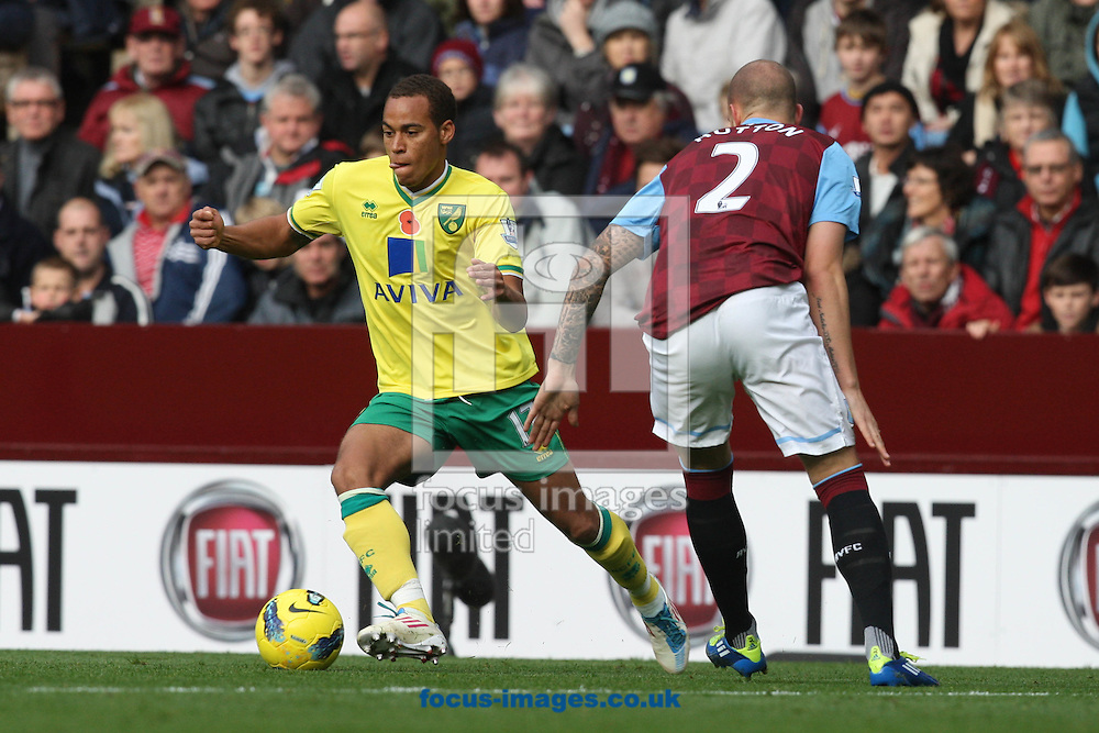 Picture by Paul Chesterton/Focus Images Ltd.  07904 640267.5/11/11.Elliott Bennett of Norwich and Alan Hutton of Aston Villa in action during the Barclays Premier League match at Villa Park stadium, Birmingham.