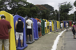 February 5, 2018 - SÃO PAULO, SP - 03.02.2018: CARNIVAL SP 2018 BLOCKS - Collective open-air urinals in the area of ??Ibirapuera Park, during the parade of the Bloque Frevo Mulher with Elba Ramalho, last Saturday (3). During the carnival will be provided 21,000 chemical baths per day, and this year begins to be worth the fine of 500 reais for anyone who is caught urinating on the street. (Credit Image: © Fotoarena via ZUMA Press)
