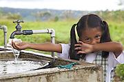 AWA's community visit   El Diviso.Colombie, El Diviso, village de la communaute? autochtone Awa. A? l'arrie?re de l'e?cole, les enfants vont laver la vaisselle et leurs mains dans ce bassin d'eau potable.
