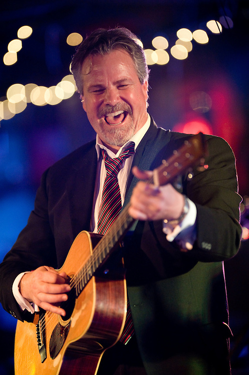 Robert Earl Keen. Robert Earl Keen and the Robert Earl Keen Band live in concert at John T. Floore's Country Store in Helotes, Texas on Saturday, December 20 2008. Photograph © 2008 Darren Carroll