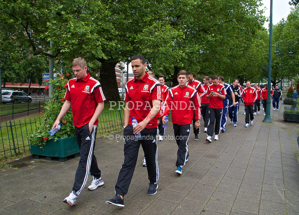 AMSTERDAM, NETHERLANDS - Tuesday, June 3, 2014: Wales' Simon Church, Hal Robson-Kanu and Declan John during a walk near their hotel ahead of the International Friendly match against the Netherlands. (Pic by David Rawcliffe/Propaganda)