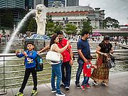28 DECEMBER 016 - SINGAPORE: Tourists at the Merlion.    PHOTO BY JACK KURTZ