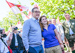 21.04.2018, Kuglhof, Salzburg, AUT, Landtagswahl in Salzburg 2018, FPOe Wahlkampfschlussveranstaltung, im Bild v. l.: Vizekanzler Heinz- Christian Strache (FPOe), Marlene Svazek (FPOe) // Austrian Vice Chancellor Heinz- Christian Strache, Marlene Svazek (FPOe) during a campaign event of the FPOe Party for the State election in Salzburg 2018. Kuglhof in Salzburg, Austria on 2018/04/21. EXPA Pictures © 2018, PhotoCredit: EXPA/ JFK