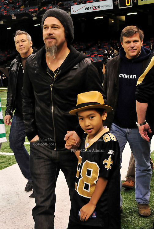 NFL Saints -Actor Brad Pitt and his adopted son Maddox walk on the New Orleans Saints side line before the NFC playoff game between the Saints and the Cardinals Saturday jan. 16, 2010 in Louisiana at the SuperDome. The Saints beat the Cardinals to advance in the playoffs. Photo ©Suzi Altman/Suzisnaps.comNFL Saints -Cardinals playoffs. Photo ©Suzi Altman/Suzisnaps.comNFL Saints -Cardinals playoffs. Photo ©Suzi Altman/Suzisnaps.com
