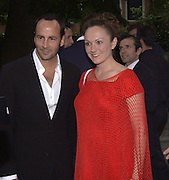 Tom Ford and Ashley Hicks. dinner for Richard Serra hosted by Tom Ford. Guggenheim. During the Biennale. Venice. 8 June 2001. © Copyright Photograph by Dafydd Jones 66 Stockwell Park Rd. London SW9 0DA Tel 020 7733 0108 www.dafjones.com