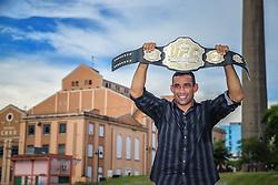 O campeão mundial do UFC, Fabricio Werdum posa para fotos na Usina do Gasômetro, em Porto Alegre.  FOTO: Jefferson Bernardes/ Agência Preview
