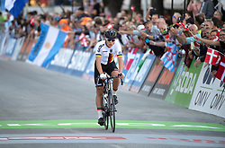 27.09.2018, Innsbruck, AUT, UCI Straßenrad WM 2018, Straßenrennen, Junioren, von Kufstein nach Innsbruck (138,4 km), im Bild Marius Mayrhofer (GER, 2. Platz Silbermedaille // Marius Mayrhofer silver medalist of Germany during the road race of the Junior Men from Kufstein to Innsbruck (138,4 km) of the UCI Road World Championships 2018. Innsbruck, Austria on 2018/09/27. EXPA Pictures © 2018, PhotoCredit: EXPA/ Reinhard Eisenbauer