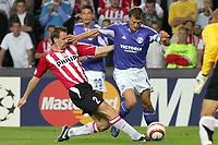 Fotball<br /> UEFA Champions League 2005/2006<br /> PSV Eindhoven v Schalke 04<br /> 13.09.2005<br /> Foto: Dppi/Digitalsport<br /> NORWAY ONLY<br /> <br /> ANDRE OOIJER (PSV) / EBBE SAND (SCH)