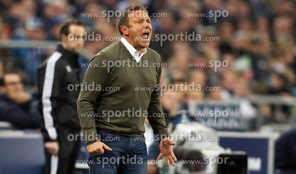 17.10.2015, Veltins Arena, Gelsenkirchen, GER, 1. FBL, Schalke 04 vs Hertha BSC, 9. Runde, im Bild Trainer Andre Breitenreiter (FC Schalke 04) // during the German Bundesliga 9th round match between Schalke 04 and Hertha BSC at the Veltins Arena in Gelsenkirchen, Germany on 2015/10/17. EXPA Pictures &copy; 2015, PhotoCredit: EXPA/ Eibner-Pressefoto/ Sch&uuml;ler<br /> <br /> *****ATTENTION - OUT of GER*****