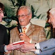 """NLD/St. Willibrord/20120427 - Boekpresentatie """"Op weg naar Alpe d'Huez"""" door Dries van Agt en zoon Frans, oud wielrenner Jan Janssen"""