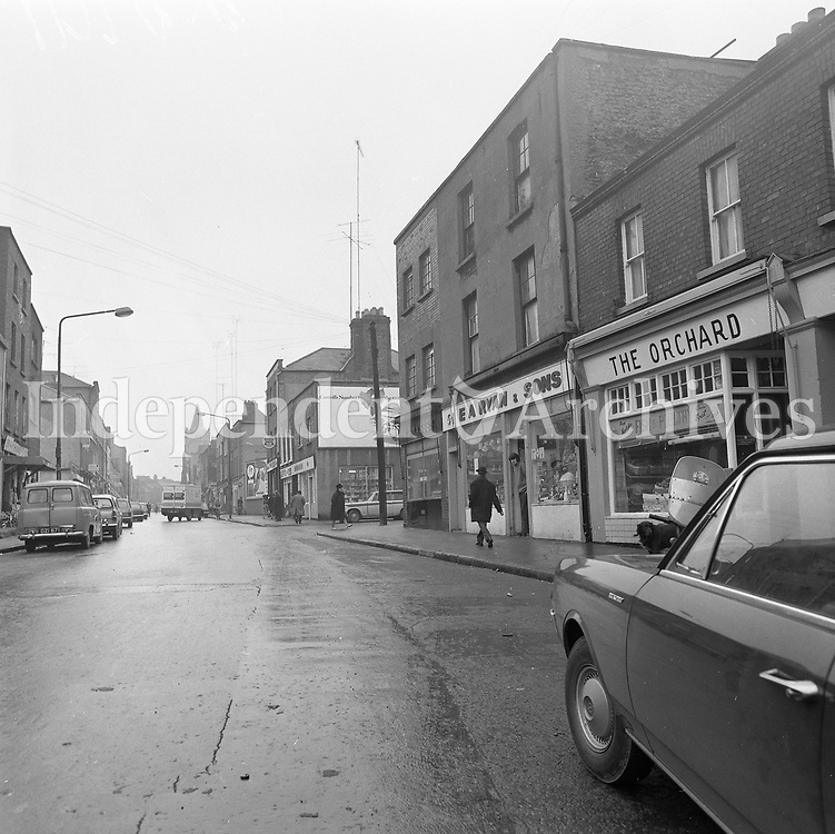 Scenes of Meath Street, Dublin, 25/11/1971 (Part of the Independent Newspapers Ireland/NLI Collection).