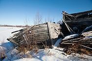Lance Mackey mushes into the Iditarod checkpoint on Thursday.
