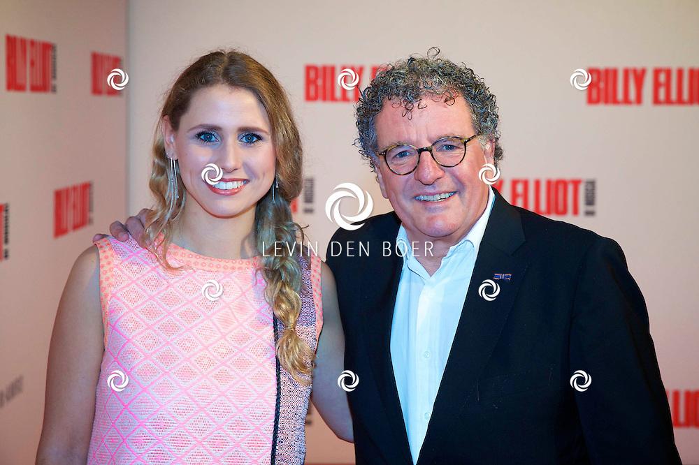 DEN HAAG - In het Afas Theater is de Nederlandse Premiere van Billy Eliot. Met hier op de foto Edwin de Vries en de vriendin van zijn zoon. FOTO LEVIN DEN BOER - PERSFOTO.NU