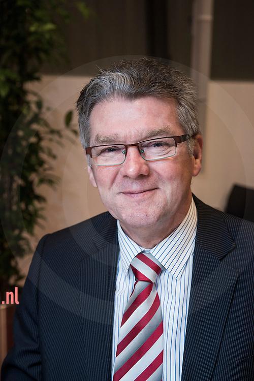 17december2013 Nederland, vriezenveen Bertus Wessels FunctieRaadslid cda<br /> AdresWetering 30<br /> 7672 BA   Vriezenveen<br /> Telefoonnummer(0546) 562 387<br /> E-mail adresb.wessels@twenterand.nl<br /> Hoofd- en nevenfunctie(s)<br /> <br /> Hoofdfunctie: QESH-Manager Aebi Schmidt Nederland, 40 uur per week, bezoldigd