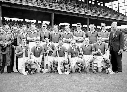 Neg No:.569/7826-7829...8081954AISHCSF2...08.08.1954, 8th August 1954..All Ireland Senior Hurling Championship - Semi-Final..Cork.4-13. Galway.2-1...Cork. ..D. Creedon, G. ORiordan, J. Lyons, A. OShaughnessy, M. Fouhy, V. Twomey, D. Hayes, G. Murphy, W. Moore, W. J. Daly, J. Hartnett, C. Ring (Captain), J. Clifford, E. Goulding, P. Barry.Sub: Tom OSullivan for Paddy Barry.C. Ring (Captain)