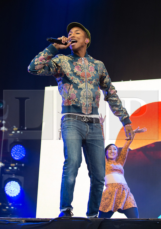 © Licensed to London News Pictures. 13/06/2015. Isle of Wight, UK.   Pharrell Williams performing live at Isle of Wight Festival 2015, Day 3 Saturday.  Today has been warm and sunny.  Yesterday the rain was torrential.  Headline acts include The Prodigy, Blur and Fleetwood Mac.   Photo credit : Richard Isaac/LNP