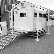 NLD/Huizen/19910813 - Bewakingscontainers voor de politie van de fa.Kos uit Huizen staan klaar voor verzending