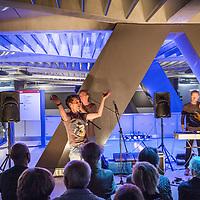 Nederland, Amsterdam, 2 juli 2017.<br />GENETIC CHOIR presenteert SOUNDWALKS  AMSTERDAM CS<br /> <br /> Geluidswandelingen (bovengronds): Geluidswandelingen op Amsterdam CS, waarbij u de geluiden van het station als symfonie leert ervaren. Na afloop kunt u zelf geluidssamples bijdragen voor het concert van 2 juli.<br />Het vocale improvisatie ensemble Genetic Choir maakt geluiden van het station als muziekstuk beluisterbaar. In het ondergrondse nieuwe metrostation Amsterdam CS van de Noord/Zuidlijn verklankt het koor, samen met laptopmusicus Robert van Heumen en met participatie van het publiek, gesampelde stationsgeluiden ter plekke tot een concert. De première van Loop-Copy-Mutate vindt plaats in vier concerten op zondag 2 juli 2017. De locatie is het bordes van het metrostation Amsterdam CS van de Noord/Zuidlijn. Doel van de première op 2 juli: Genetic Choir creëert met het publiek een muziekstuk zo levend en veranderlijk als de stad zelf<br /><br /><br />Foto: Jean-Pierre Jans