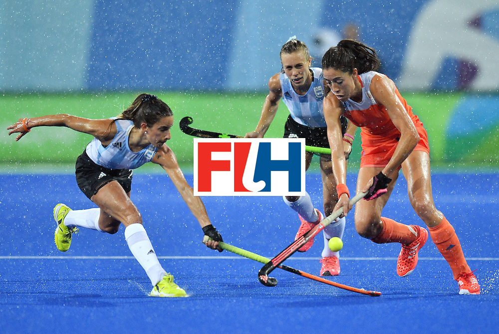 Argentina's Maria Campoy (L) vies with Netherland's Naomi van As during the women's quarterfinal field hockey Netherlands vs Argentina match of the Rio 2016 Olympics Games at the Olympic Hockey Centre in Rio de Janeiro on August 15, 2016. / AFP / Carl DE SOUZA        (Photo credit should read CARL DE SOUZA/AFP/Getty Images)